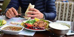 Tezatlıklar Ülkesi Türkiye: Vegan Festivaline Giden Gazetecileri Kebapçıya Götürmüşler