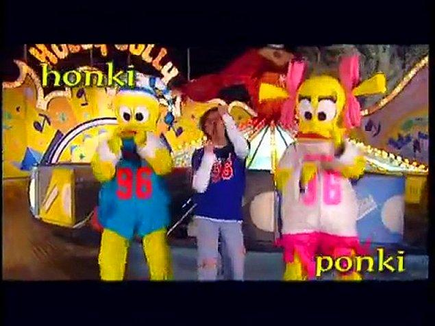 Faruk K ilk olarak Azar Azar şarkısı ile piyasaya çıkmış, sonra da Honki Ponki Torino şarkısı ile bizim zavallı küçük beyinlerimize kazınmıştı. Lunapark'ta ördeklerle birlikte dans ettiği klibinden bahsetmiyorum bile:)))