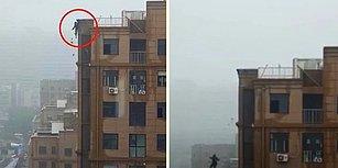 18 Katlı Binanın Çatısında Telefon Görüşmesi Yaparken, Duvarın Ayaklarının Altından Çökmesiyle Düşen Gencin Korkunç Görüntüleri