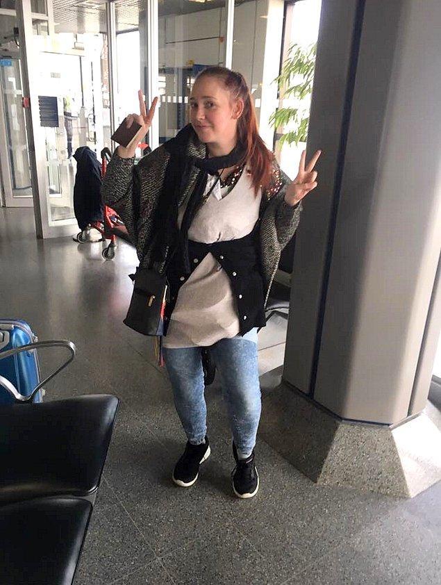 Yönetici asistanı olarak çalışan Natalie, o noktada valizini açıp fazla kilo yapan eşyalarının tamamını taşımanın yolunu bulmuş. Hepsini üzerine giymek!