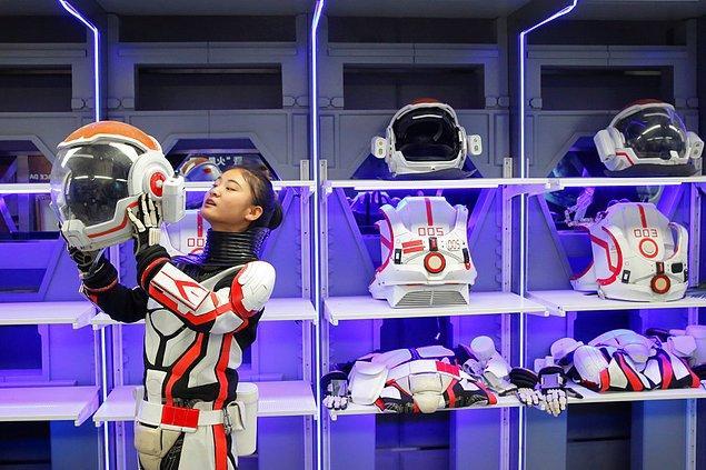 Çinli gençler ve okul öğrencileri kampa misafir edildi ve Kızıl Gezegen deneyimini ilk yaşayanlar arasında oldular.