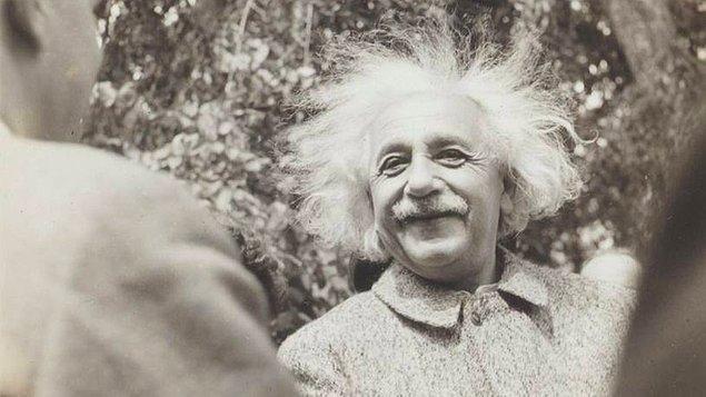 """3. Gelmiş geçmiş en ünlü bilim insanlarından biri olan Einstein'a, dönemin İsrail başbakanı tarafından """"İsrail Cumhurbaşkanlığı"""" teklif edilmiş ancak bu teklif Einstein tarafından reddedilmiştir."""