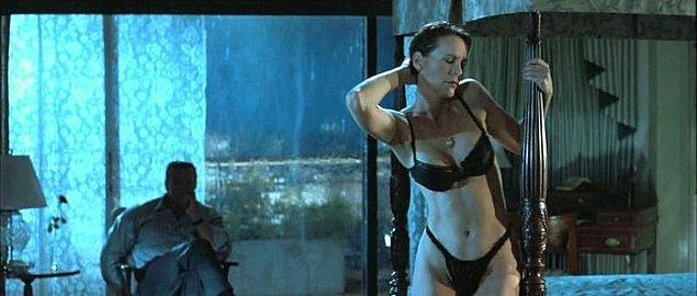 15. Seksi bir şekilde striptiz yapmak: