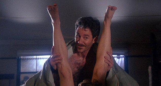 """17. Bacakların dümdüz """"V"""" şeklinde havada durması..."""