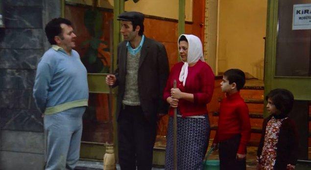 4. Seyit'in çocukları, aslında gerçekten o apartman kapıcısının gerçek çocukları. Çocuklar çekimdeyken, kapıcı ve hanımı diğer dairede bekletilmiş.