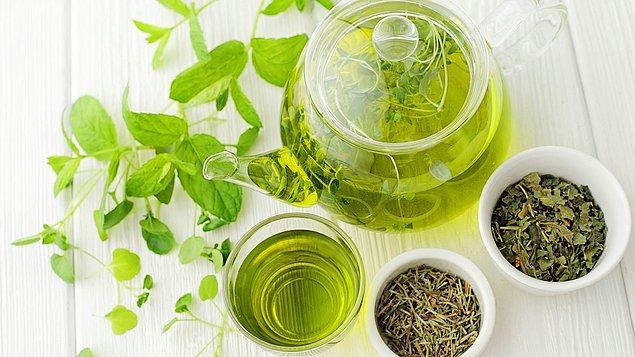 9. Su ve yeşil çay için.