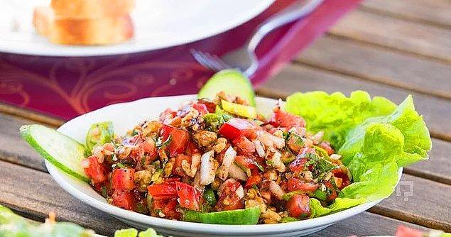 3. Balığın yanına salata olmazsa olmaz!
