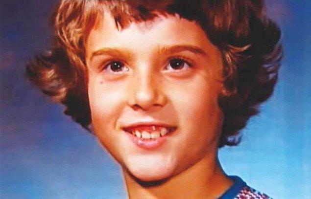 Bruce, 18 aylıkken bir ameliyat daha geçirmiş ve bu ameliyatla küçük çocuğun testisleri alınmıştı. Artık hayatına Bruce Reimer değil, Brenda Reimer olarak devam edecekti...