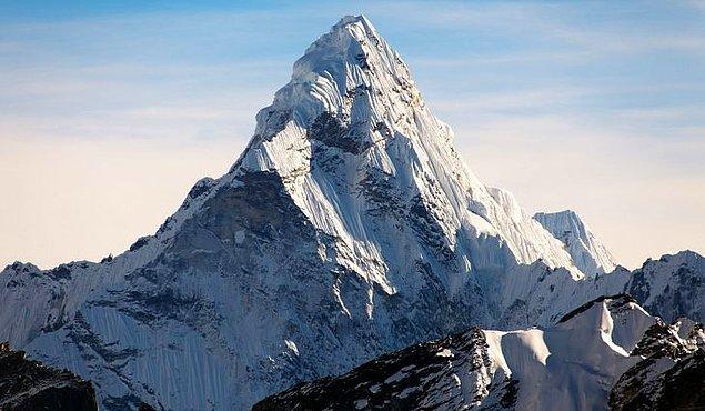6. Dağa tırmanmayı başaramayan 200 ceset hala Everest'te bulunmakta.