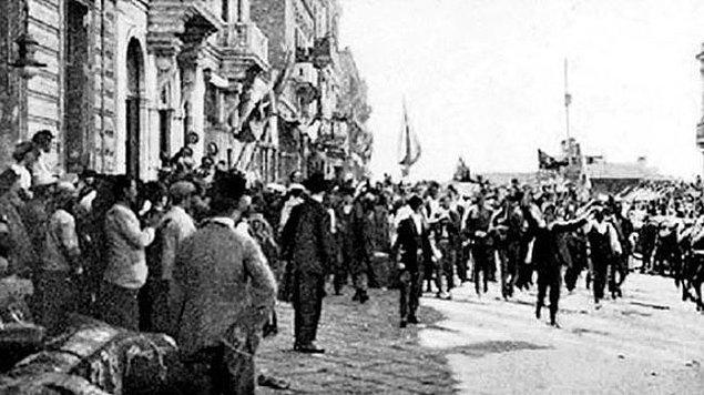 1919 - İtilaf Devletleri temsilcileri, Paris'te, Yunanların İzmir'i işgali konusunda karar aldı.