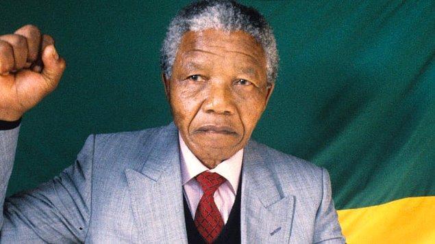 1994 - Güney Afrika Cumhuriyeti'nin ilk siyahi Devlet Başkanı Nelson Mandela göreve başladı.