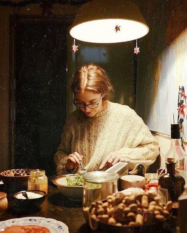 10. Evde akşam yemeği, gizemli ışık oyunu ve gölge...