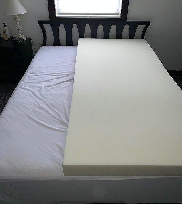 """1. """"Eşim sadece kendi yattığı tarafa hafızalı köpük yatak aldı."""""""