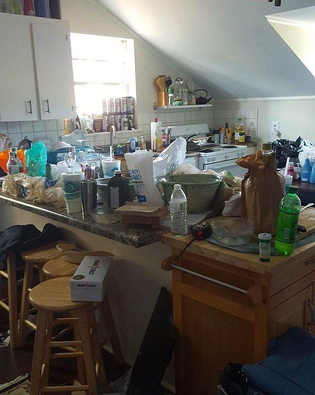 """15. """"Temizlikten erkek arkadaşımın sorumlu olduğu haftadan sonra mutfağımın hali."""""""