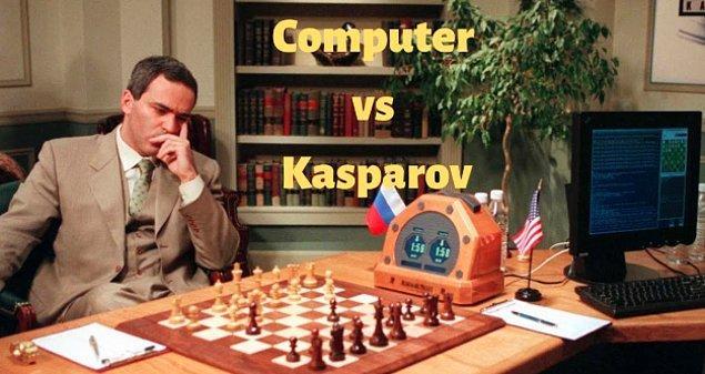 1997 - IBM'in süper bilgisayarı Deep Blue, gelmiş geçmiş en büyük satranç ustası olarak kabul edilen Gary Kasparov'u yendi.