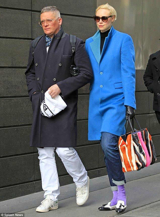 Giles Deacon, Angelina Jolie, Gwyneth Paltrow, Kate Moss gibi ünlü isimlerle sürekli çalışıyor. Moda dünyasında oldukça aranan bir isim anlayacağınız.