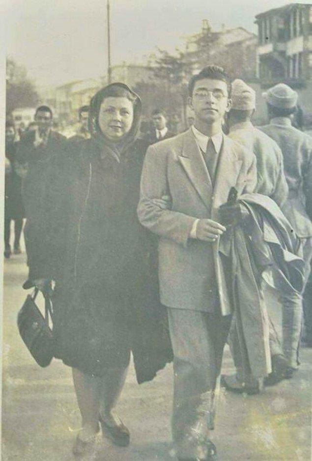 21. Sanat Güneşi Zeki Müren ve annesi Hayriye Hanım, İzmir, 1948.