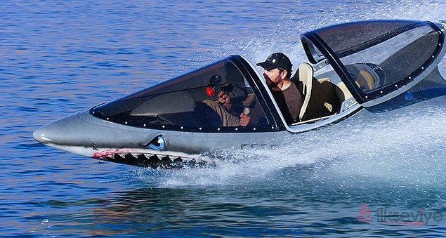 Denizaltı ve jet-skinin birleşiminden oluşan bu araç hem su yüzeyinde hem de suyun altında seyir imkanı sağlıyor.