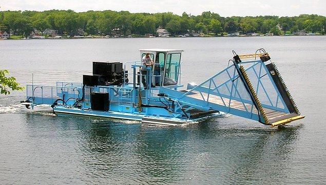 İnsan eliyle kirletilen suların temizliği ve suda yetişen bitkilerin bakımını kolaylaştıracak yeni bir yardımcı makine üretildi.