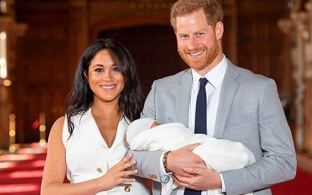 Bu minik aynı zamanda babası Prens Harry'nin ardından İngiltere tahtının yedinci sıradaki varisi de olmuş oldu.