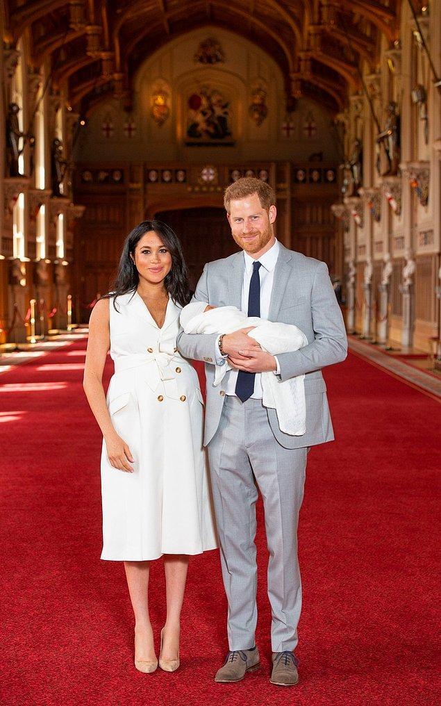 Bu arada eltisi Kate Middleton gibi hastane çıkışında değil, biraz toparlandıktan sonra göstermeyi tercih etti bebeğini Meghan.