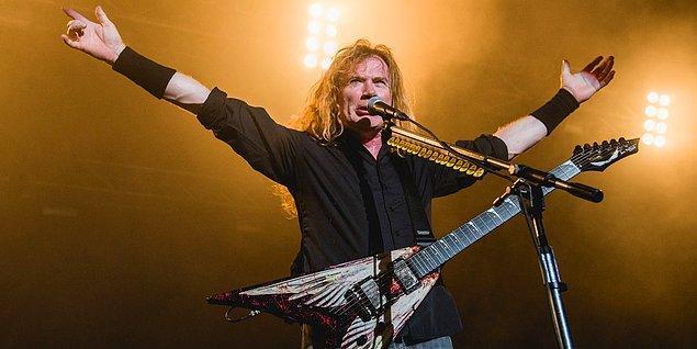 2002 yılında Mustain büyük bir talihsizlik yaşar, bir sağlık merkezinde sol kolu üzerine düşer ve kolundaki sinirlerde ciddi hasar meydana gelir, Mustaine için gitar çalmak imkansız hale gelmiştir.