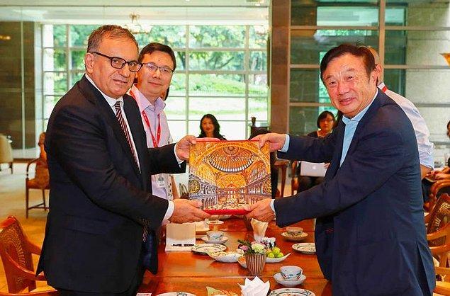 Hatta Huawei'nin kurucusu Ren Zhenfei'den de onur ödülü aldı, bu yıl da yapılan törende onur konuğu olarak yer aldı.