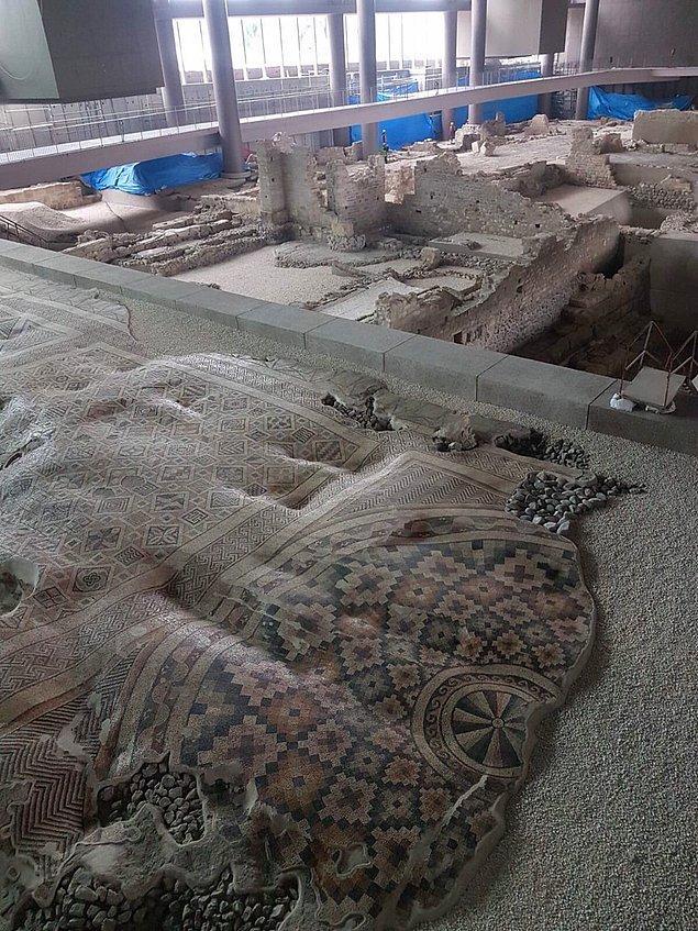 Türk arkeologlar ve restoratör mimarların yer aldığı ekibin yaptığı arkeolojik kazılarda, Helenistik dönemden başlayıp İslami döneme değin birbirini izleyen 13 uygarlığa ait eserlere ulaşıldı.