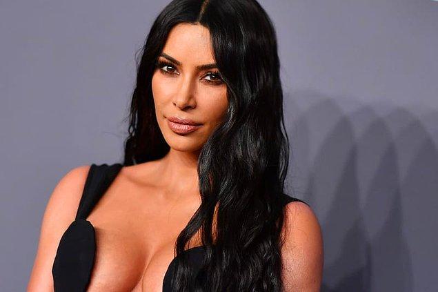 Kim Kardashian videoda aynı zamanda bugünü çok beklediğini söylüyor çünkü bu sıralar avukat olmak için çok çalıştığını dile getiriyor.