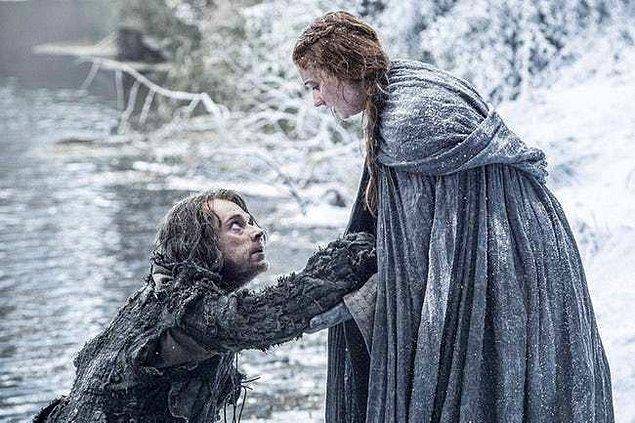 7. Sansa Castle Black'e kaçabilsin diye kendini feda etmeye hazır...