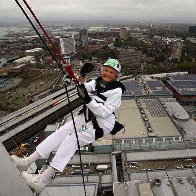 9. Doris Long 85 yaşında gökdelene tırmanarak yaşın sadece bir sayıdan ibaret olduğunu tekrar tekrar kanıtladı!