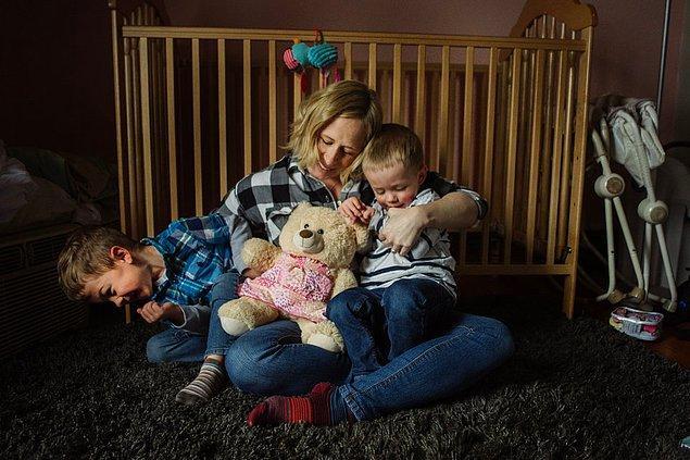 Çift hastaneden ayrılır ayrılmaz sosyal medya hesaplarında durumu paylaştılar çünkü akraba ve arkadaşlarının 'bebek ne zaman geliyor' sorusuyla darlanmak istemiyorlardı.