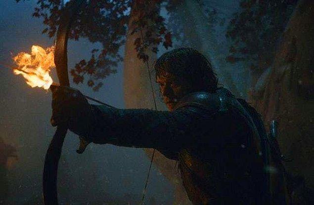 16. Battle of Winterfell'de Bran'i kurtarabilmek için kendini feda ediyor.
