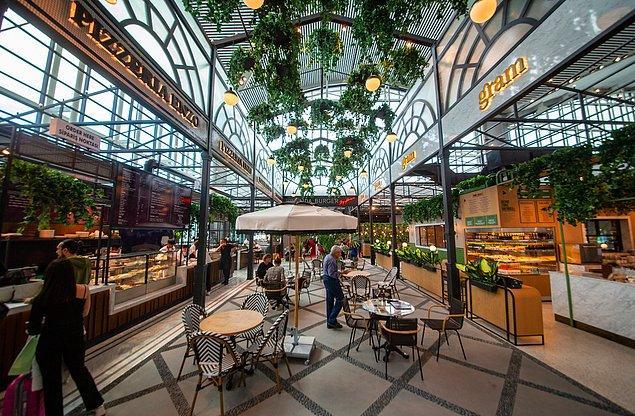 8. Acıkırsanız da, iç ve dış hat giden ve gelen yolcu katlarında, birçok farklı konseptte Türk ve dünya mutfağından lezzetler sunan kafe ve restoran yer alıyor.