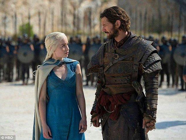 Drogon 4. sezon sonundan 5. sezon ortasına kadar ortalarda yoktu...