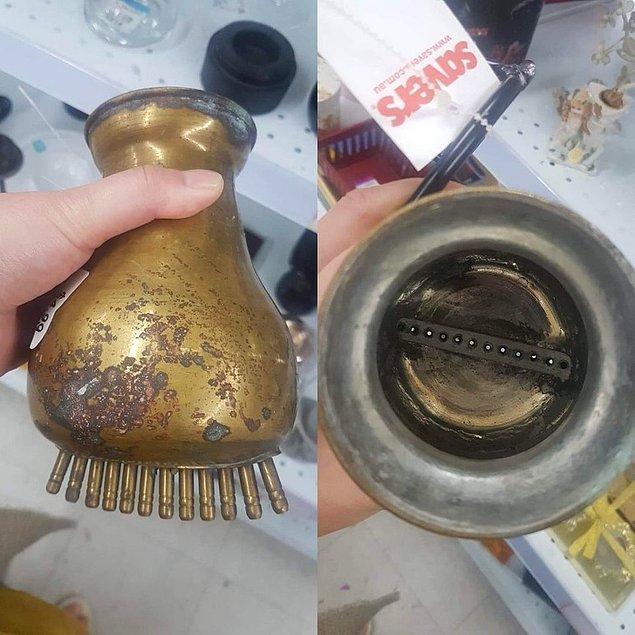 """18. """"Bunu Victoria, Avustralya'da bir liracıda buldum. Metal bir çerçevenin üzerinde duruyordu. Nedir acaba?"""""""