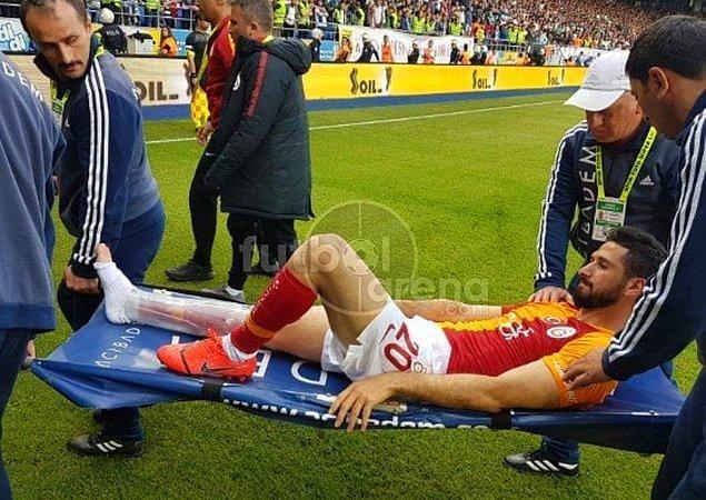 Maçın 68.dakikasında çok talihsiz bir olay yaşandı. Emre Akbaba'nın ayağı kırıldı.