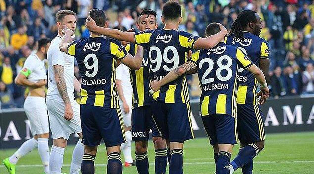 Fenerbahçe, 28.dakikada Soldado'nun golüyle 1-0 öne geçti.  İspanyol golcü, bu sezonki gol sayısını da 6'ya çıkardı.