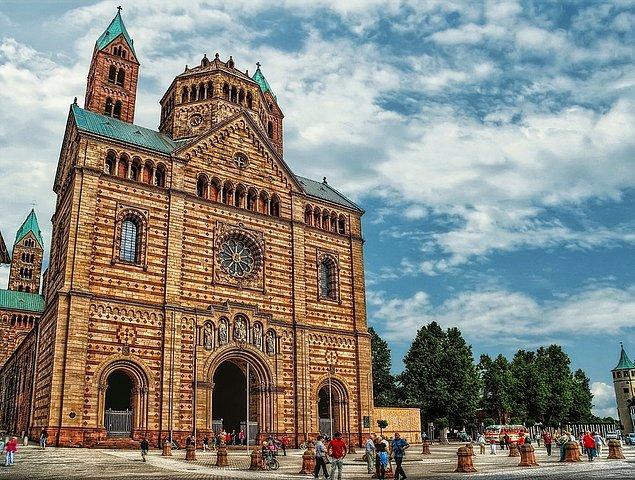9. Speyer Katedrali hangi ülkededir?