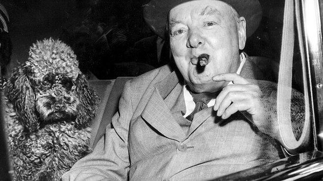 """1940 - Birleşik Krallık Başbakanı Winston Churchill ünlü konuşmasını yaptı: """"Size kan, ter ve gözyaşından başka vaat edecek bir şeyim yok."""""""