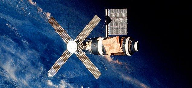 1973 - ABD'nin ilk uzay istasyonu olan Skylab fırlatıldı.