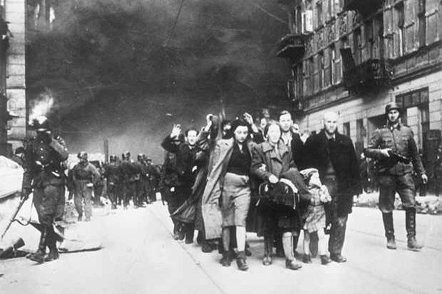 1943 - Varşova Gettosu'ndaki Yahudi topluluğunun, Nazi işgaline karşı başlattığı Varşova Gettosu Ayaklanması olarak adlandırılan direnişi kırıldı.