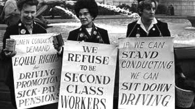 1952 - Birleşik Krallık'ta kadınlara eşit ücret yasalaştı.