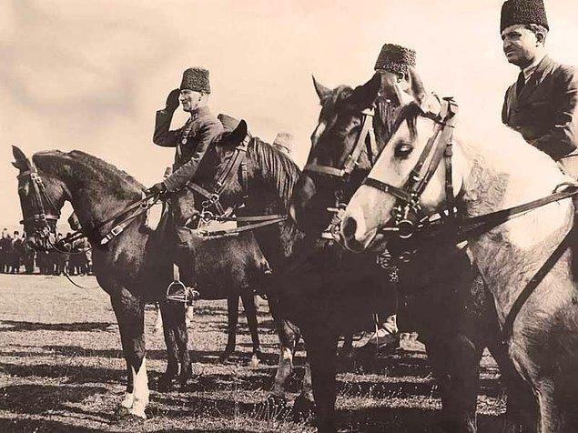 1919 - Mustafa Kemal Paşa'nın 9. Ordu Müfettişi olarak Anadolu'ya Samsun'dan ayak basması ve Millî Mücadele'yi başlatması.