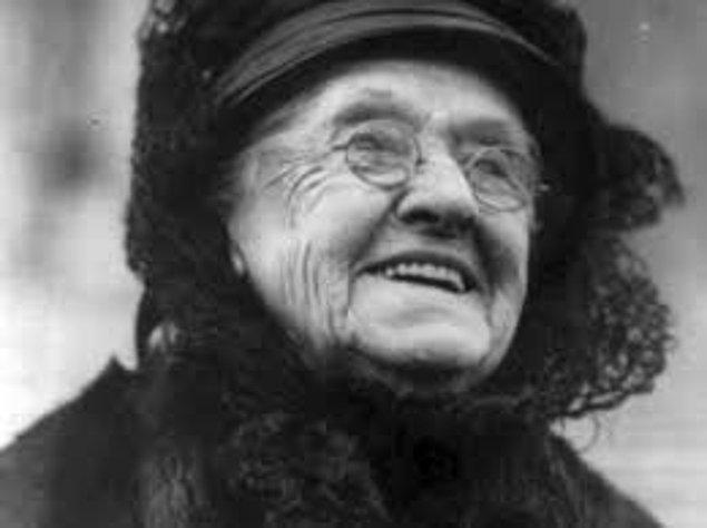 11. Rebecca Felton ABD Senatosu'nda görev yapan ilk kadındır, fakat görevi sadece bir gün sürmüştür.