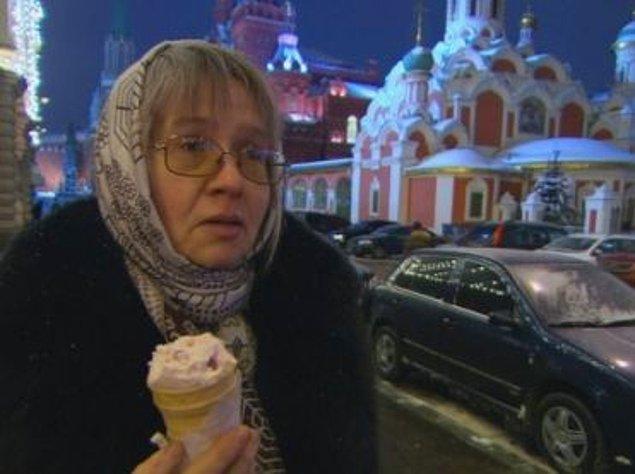 19. Ruslar soğukta dondurma yemeyi bir ısınma yolu olarak görüyorlar.