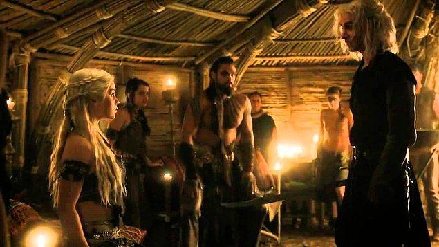 Daenerys'in Khal Drogo'yu kendisine aşık etmesinin ardından akıl oyunları ile onu doldurması ve abisinin hak ettiği cezayı alması için uğraşması da seyircilerden destek bulmuştu.