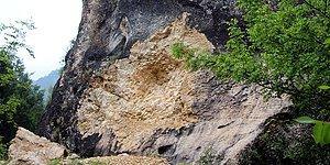 Bir Tarih Yok Oldu: Bolu'daki 2 Bin Yıllık Frig Kaya Kitabesi Parça Parça Çalınmış