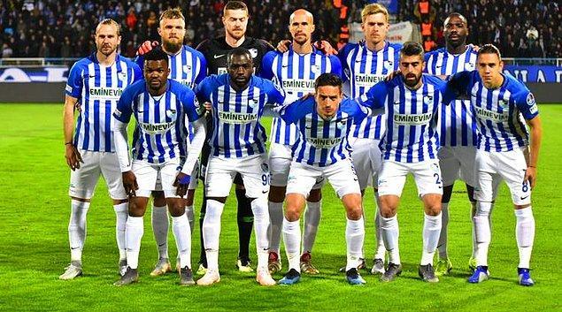 Ligde kalma şansını mucizelere bırakan Erzurumspor ise son hafta Göztepe'nin yenilmesi ve Bursaspor'un puan kaybıyla 3'lü averajla bu iki takımın önünde bitirip ligde kalabilir.