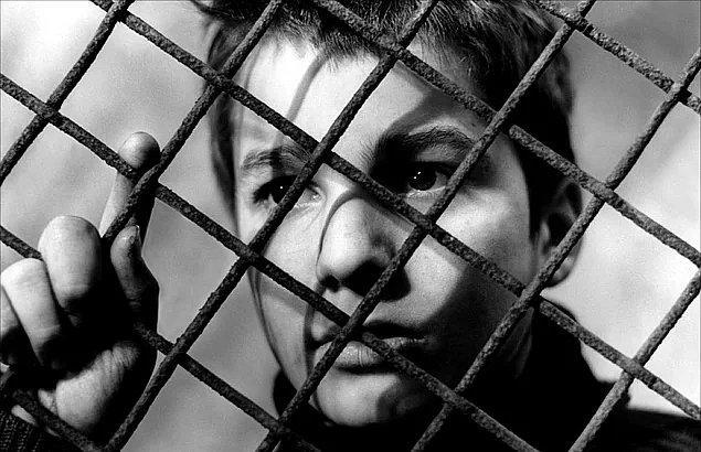 9. 400 Darbe (1959) Les Quatre Cents Coups